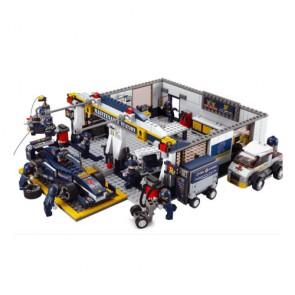 Sluban F2 Maintenance Garage Building Brick Set (741 Pieces)